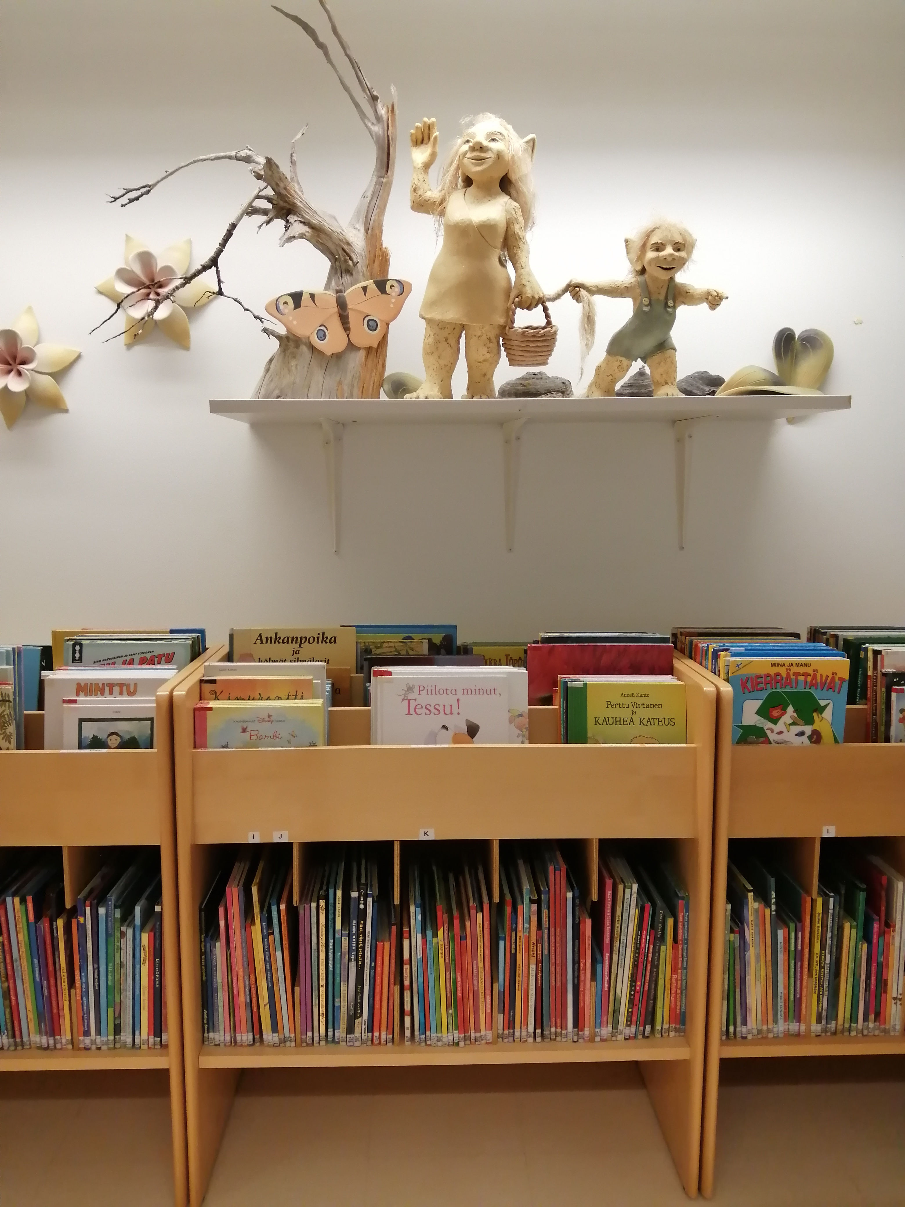 Maaningan kirjaston maahisia