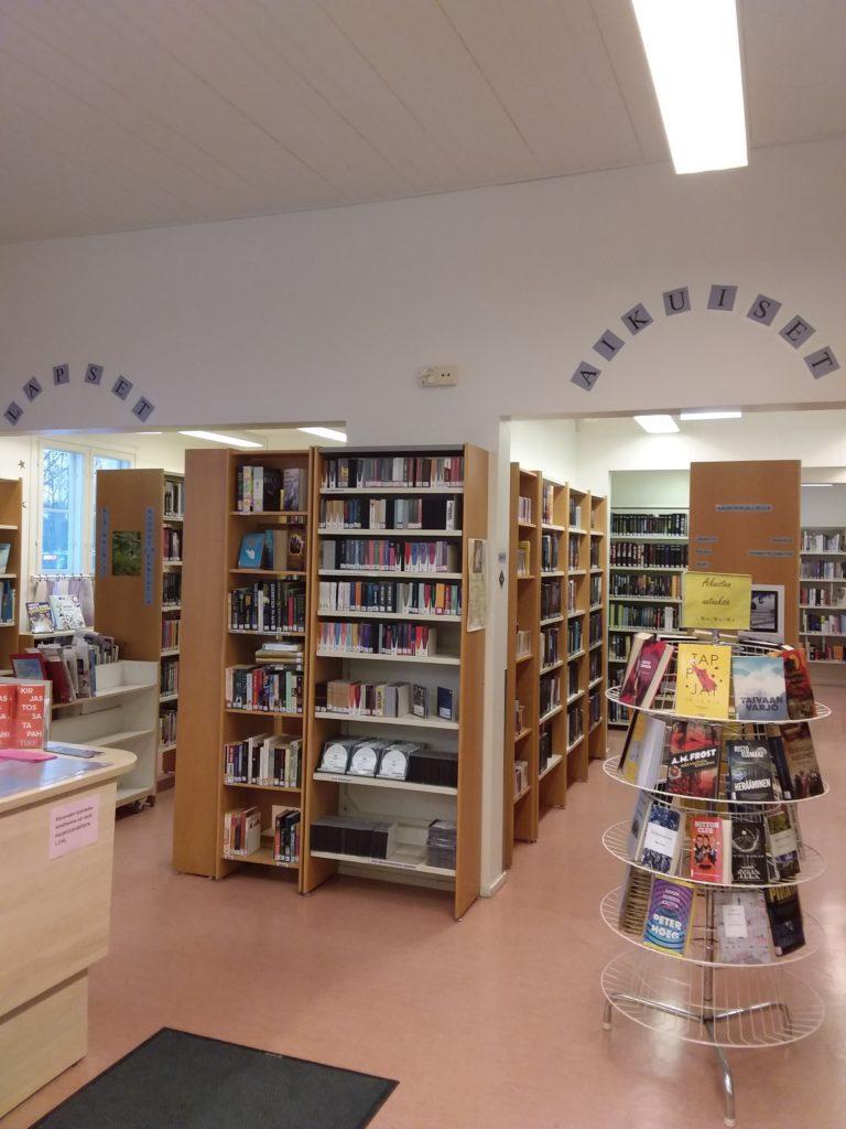 Riistaveden kirjasto sisältä